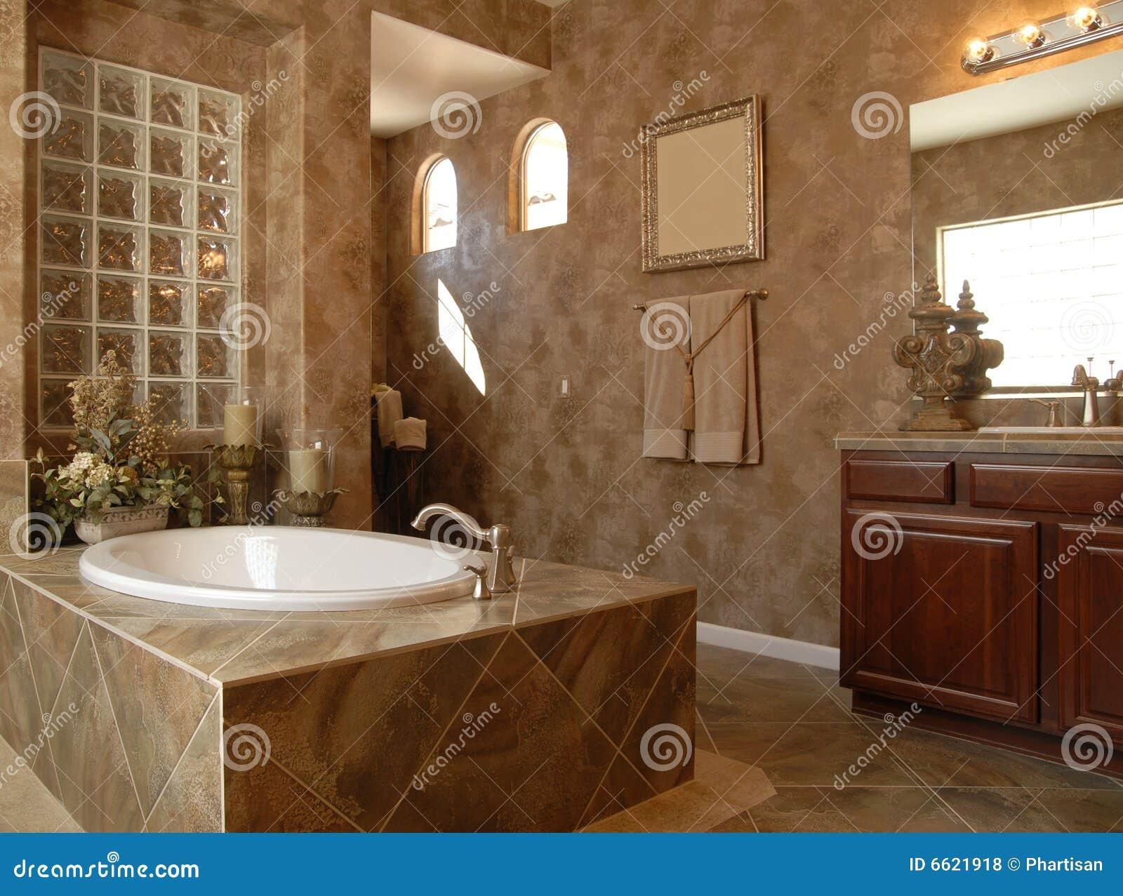 Belle salle de bains de luxe photos libres de droits for Belle salle de bain photo