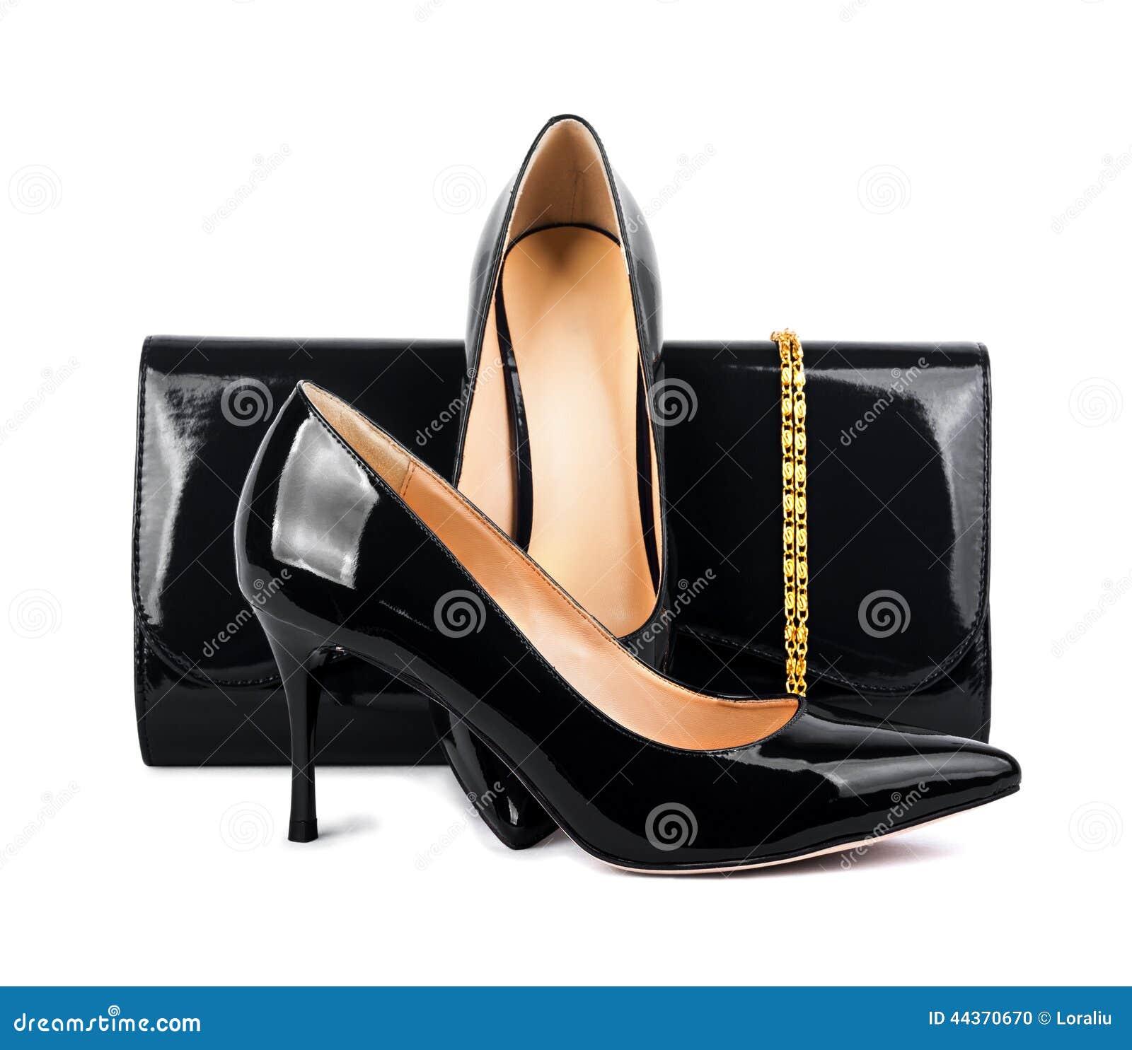 Belle scarpe nere con le frizioni