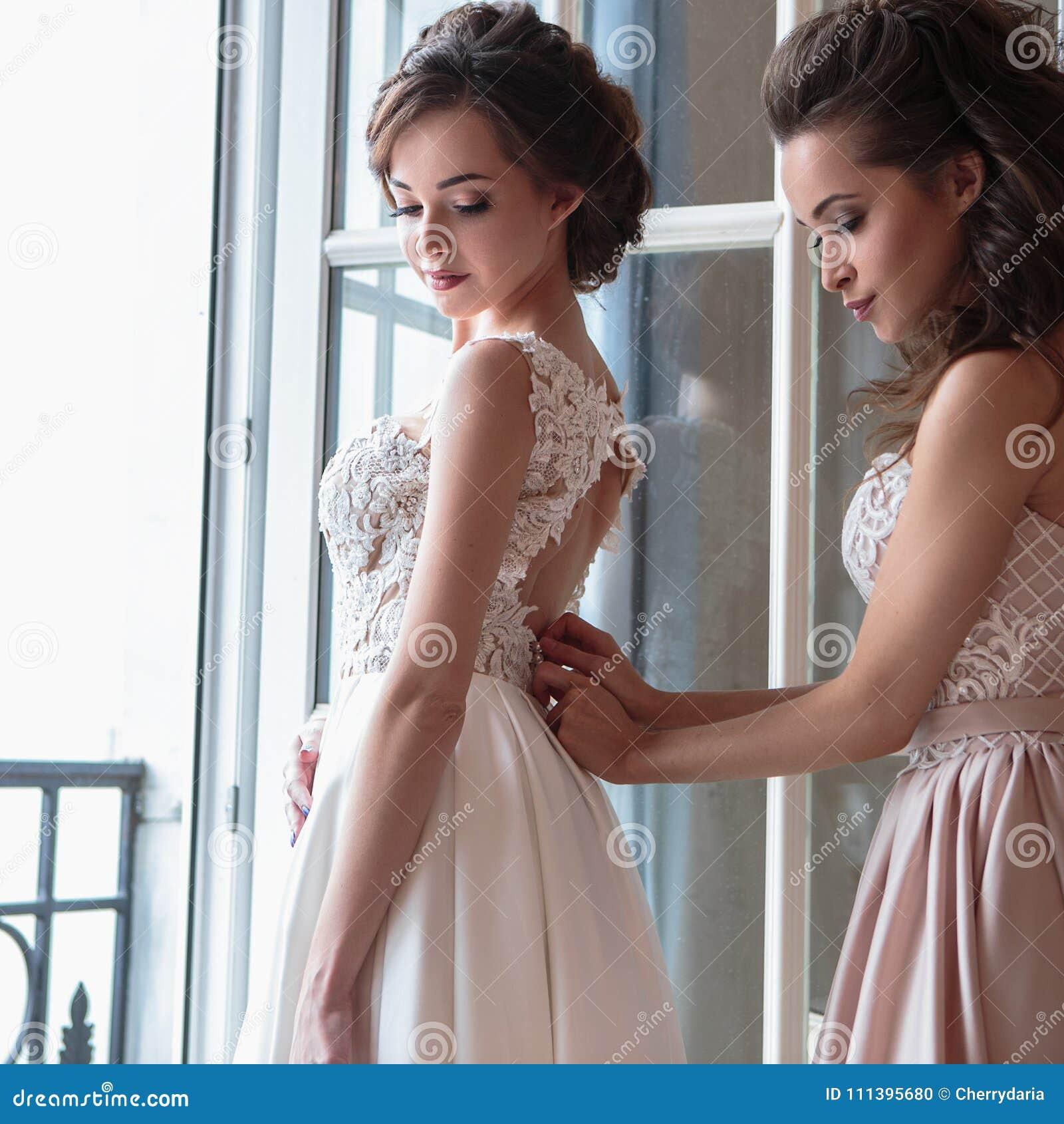newest collection fca25 fbe74 Stock Di D'onore Vestiti In Belle Lusso Fotografia Sposa E ...
