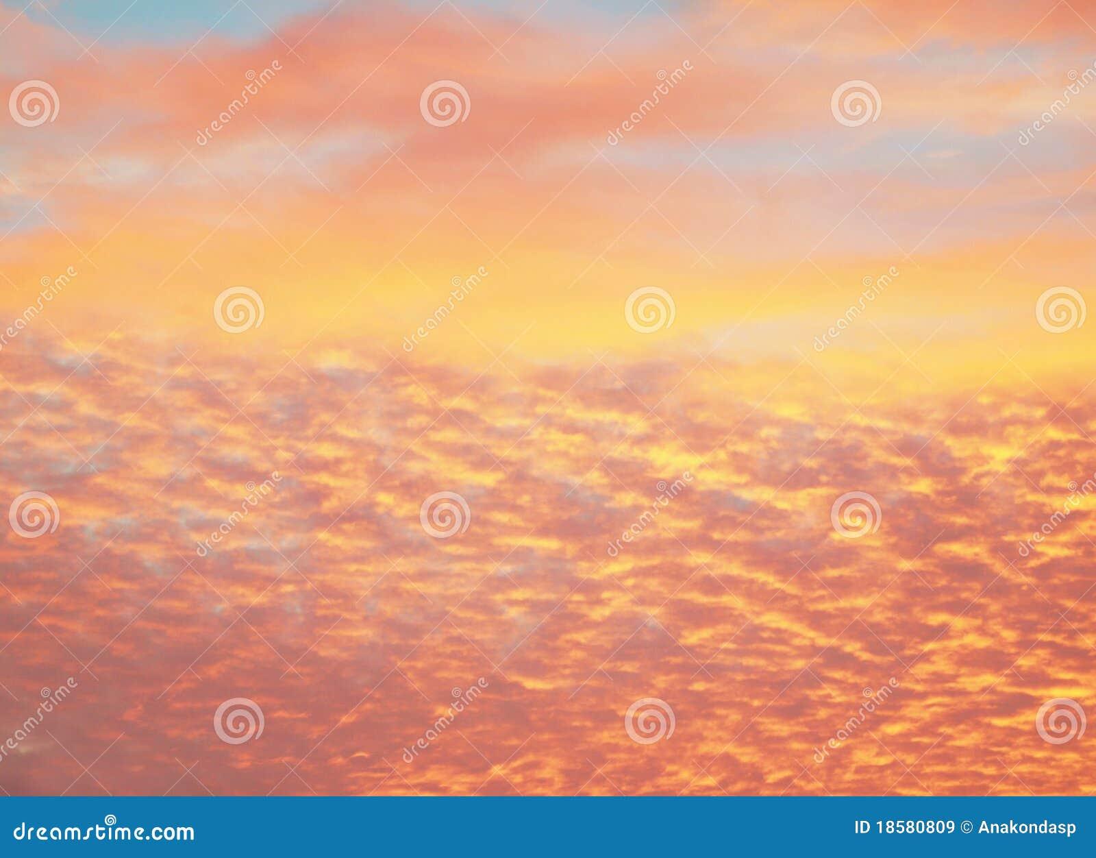 Belle strutture arancioni del cielo