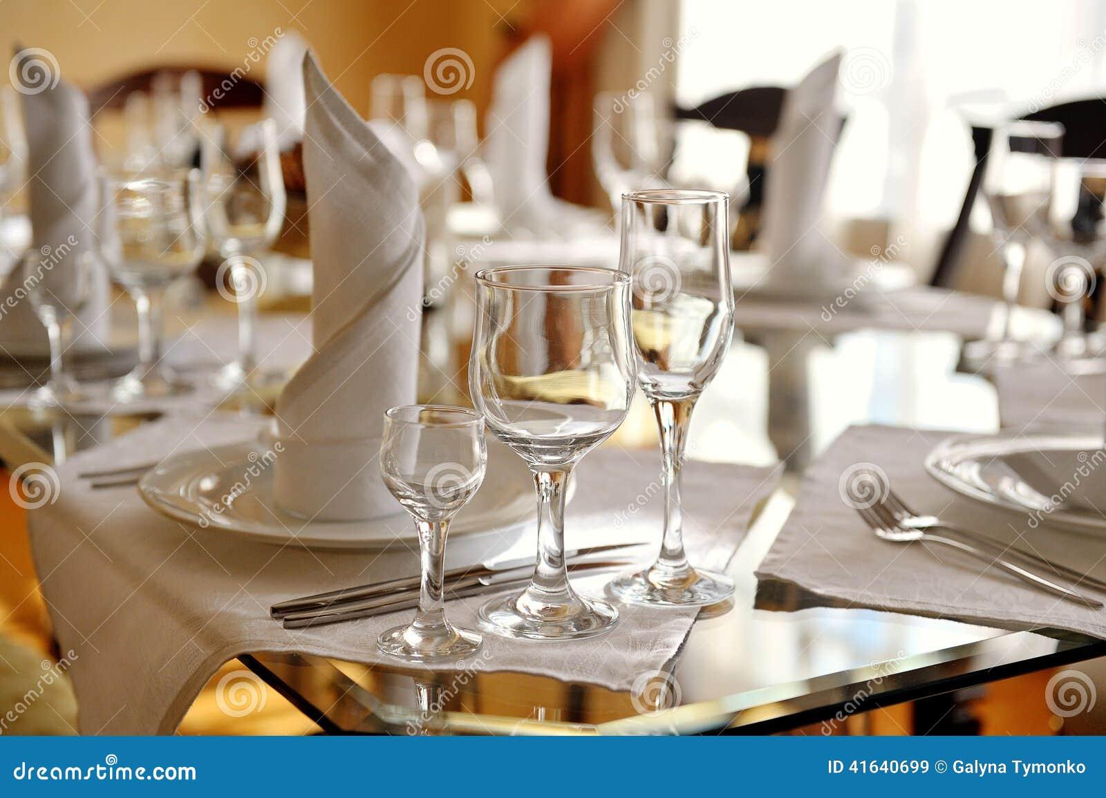 belle table décorée dans le restaurant photo stock - image: 41640699