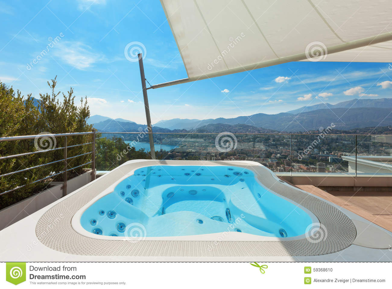 belle terrasse avec le jacuzzi photo stock image du ouvert luxe 59368610. Black Bedroom Furniture Sets. Home Design Ideas