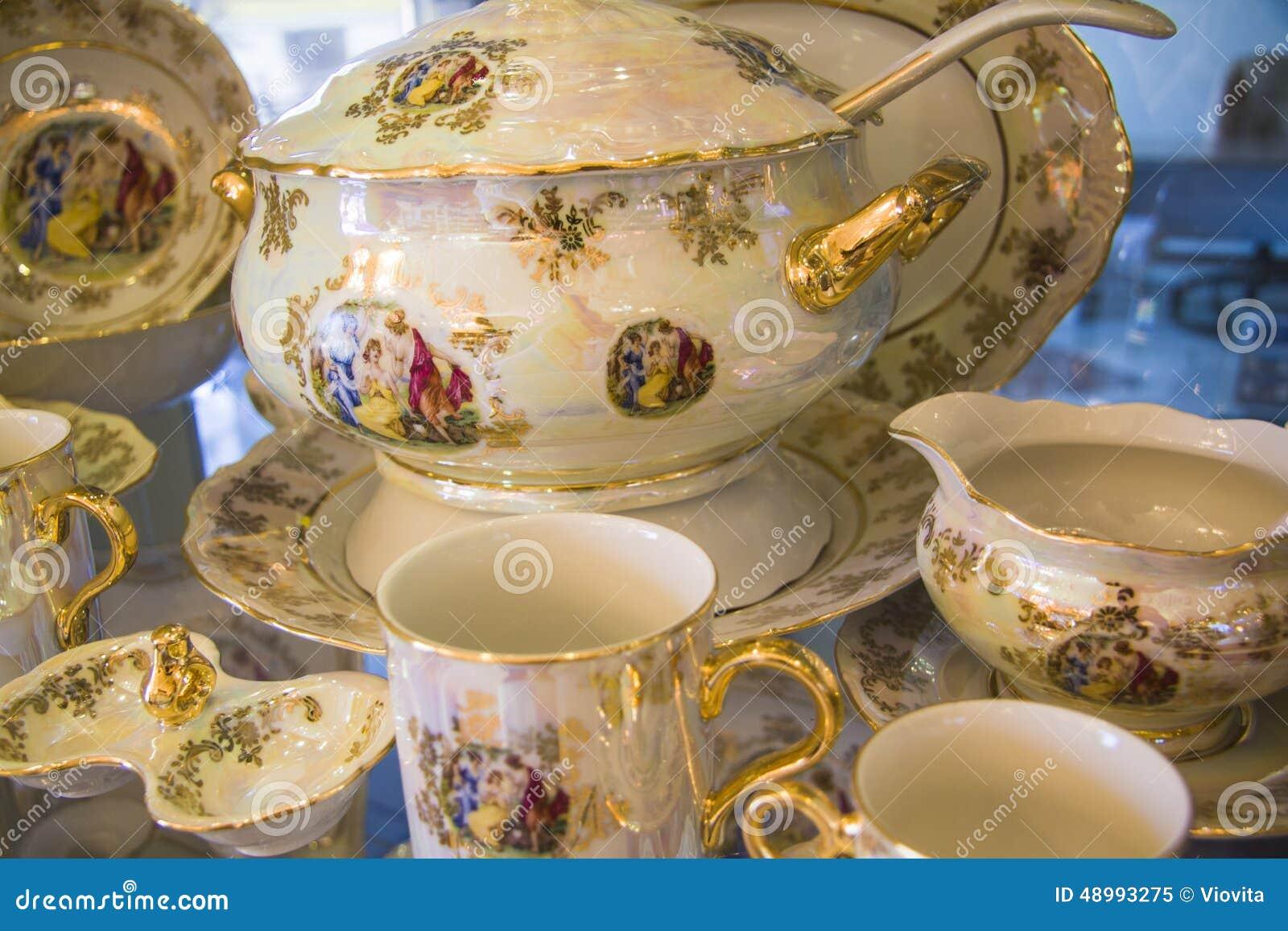 Belle vaisselle photo stock image 48993275 - Vaisselle ambiance et style ...