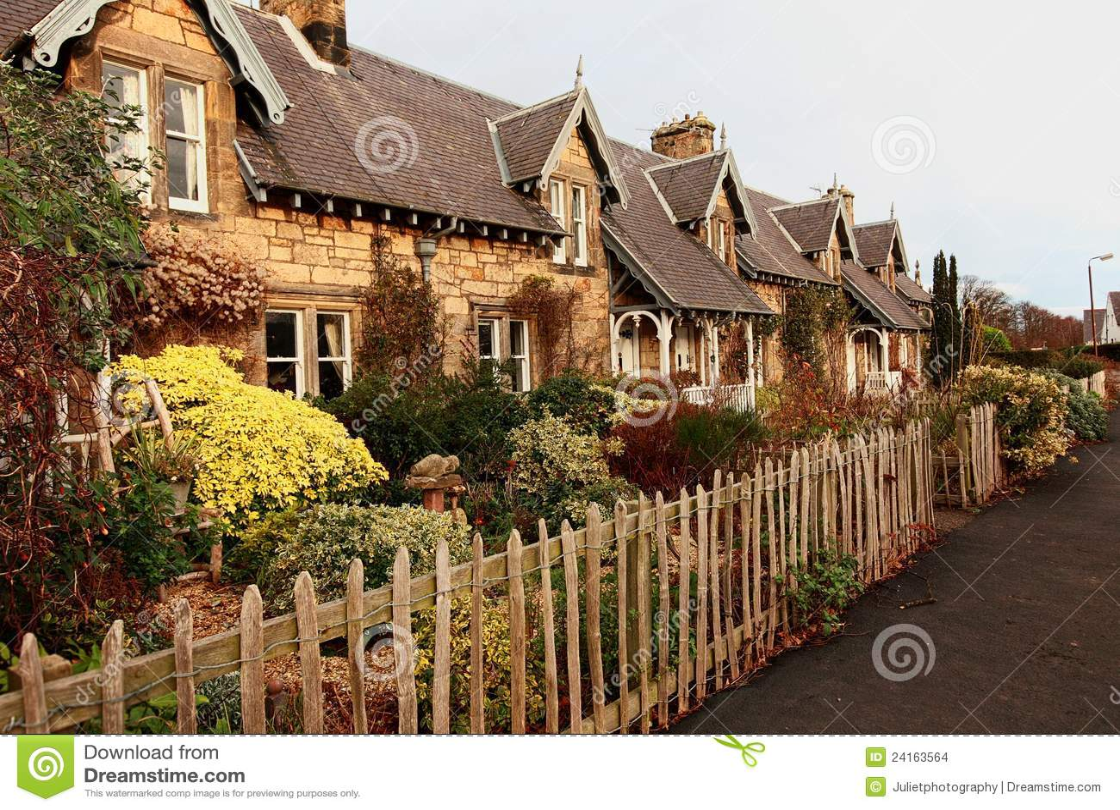 Belle vecchie case scozzesi tradizionali fotografia for Case tradizionali