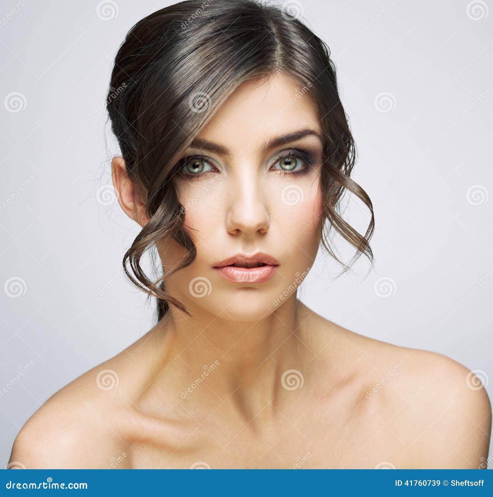 Belle verticale de femme Épaules nues