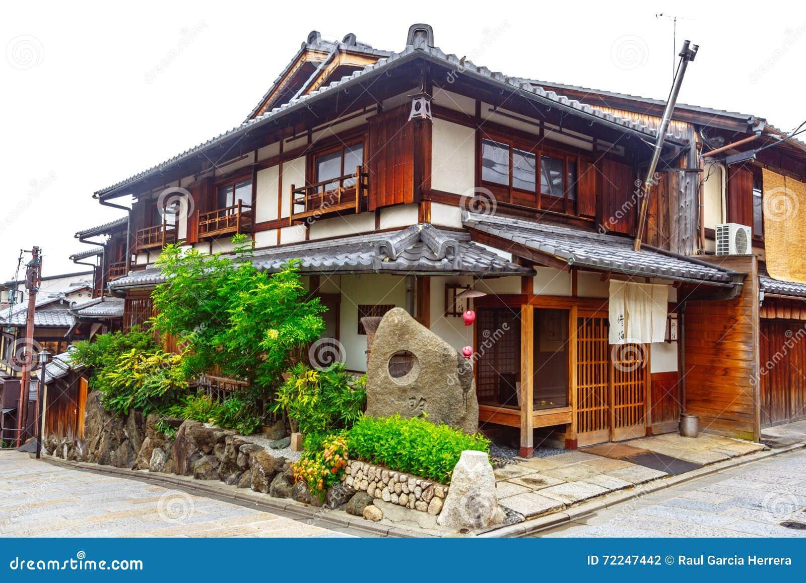 Belle vieille maison dans la rue de sannen zaka kyoto japon