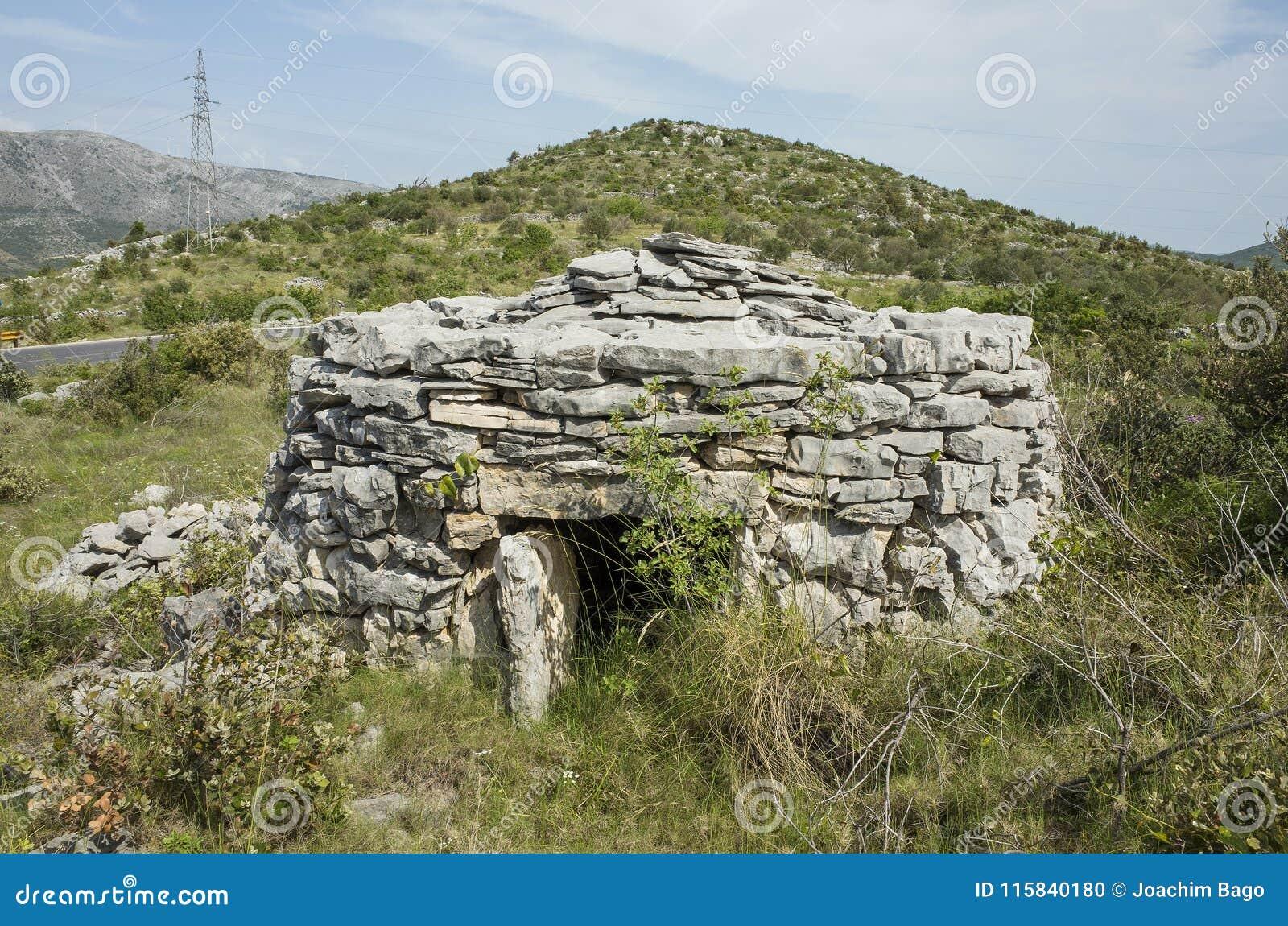 belle vieille petite maison en pierre en dalmatie croatie l 39 europe photo stock image du. Black Bedroom Furniture Sets. Home Design Ideas