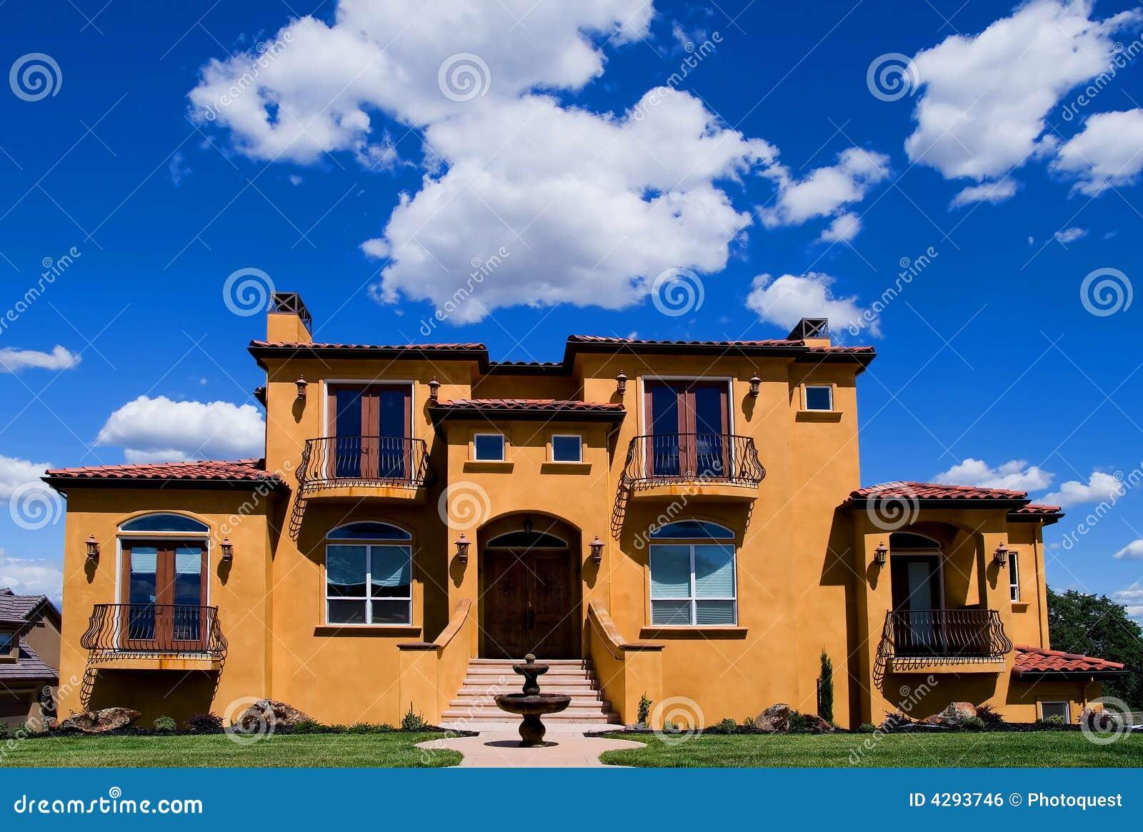 Belle villa jaune image libre de droits image 4293746 - Image de belle villa ...