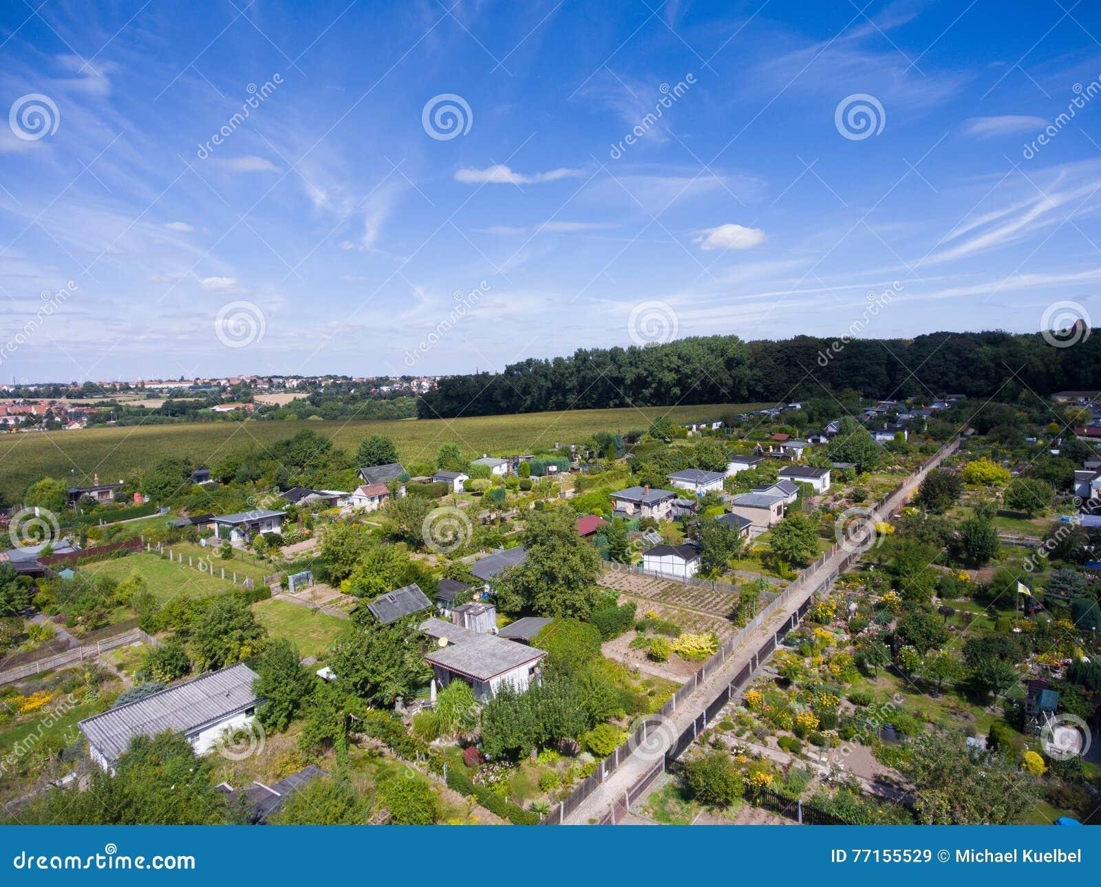 Belle vue au-dessus de la terre sur le point de repère vers le bas