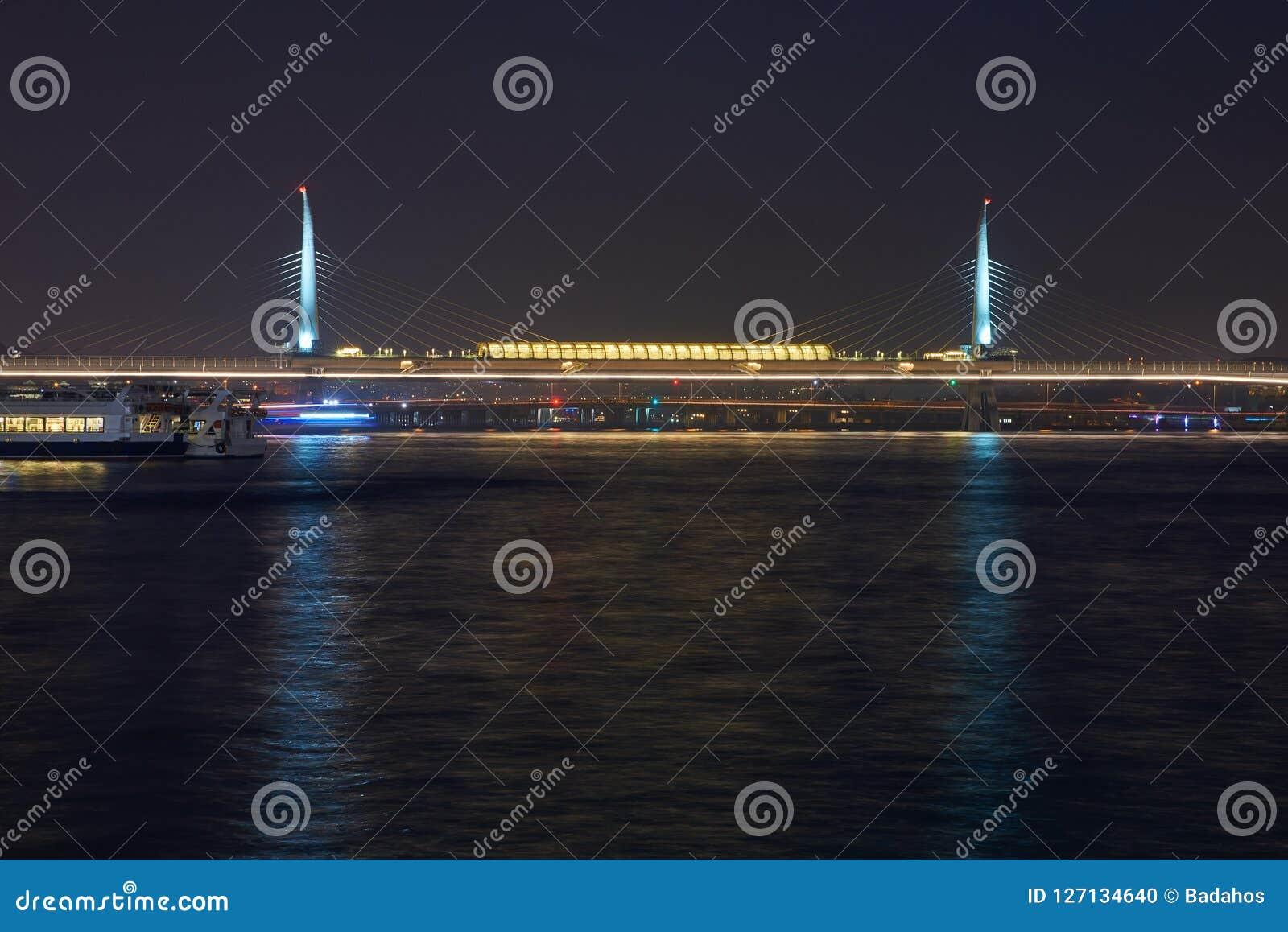 Belle vue d Istanbul la nuit