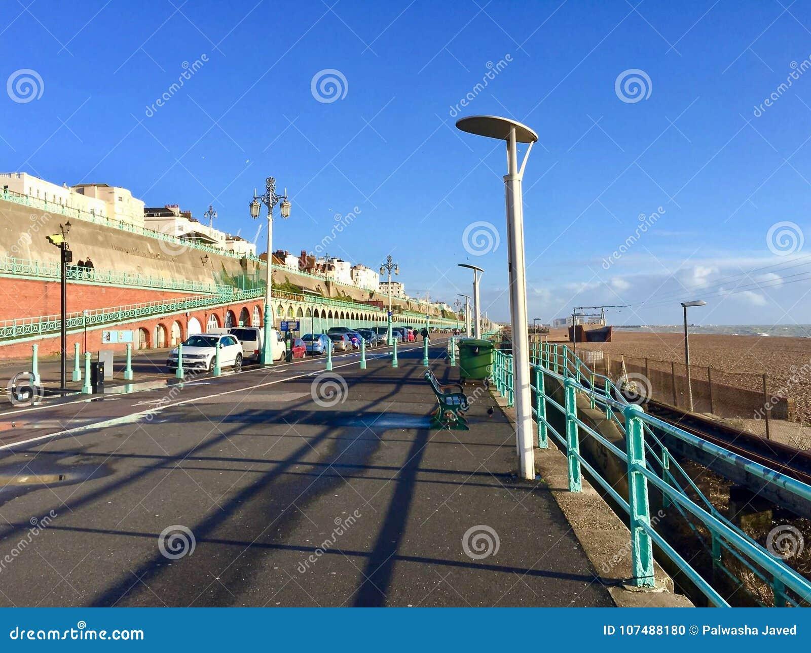 Belle vue de bateau à la station de vacances de Brighton Pier