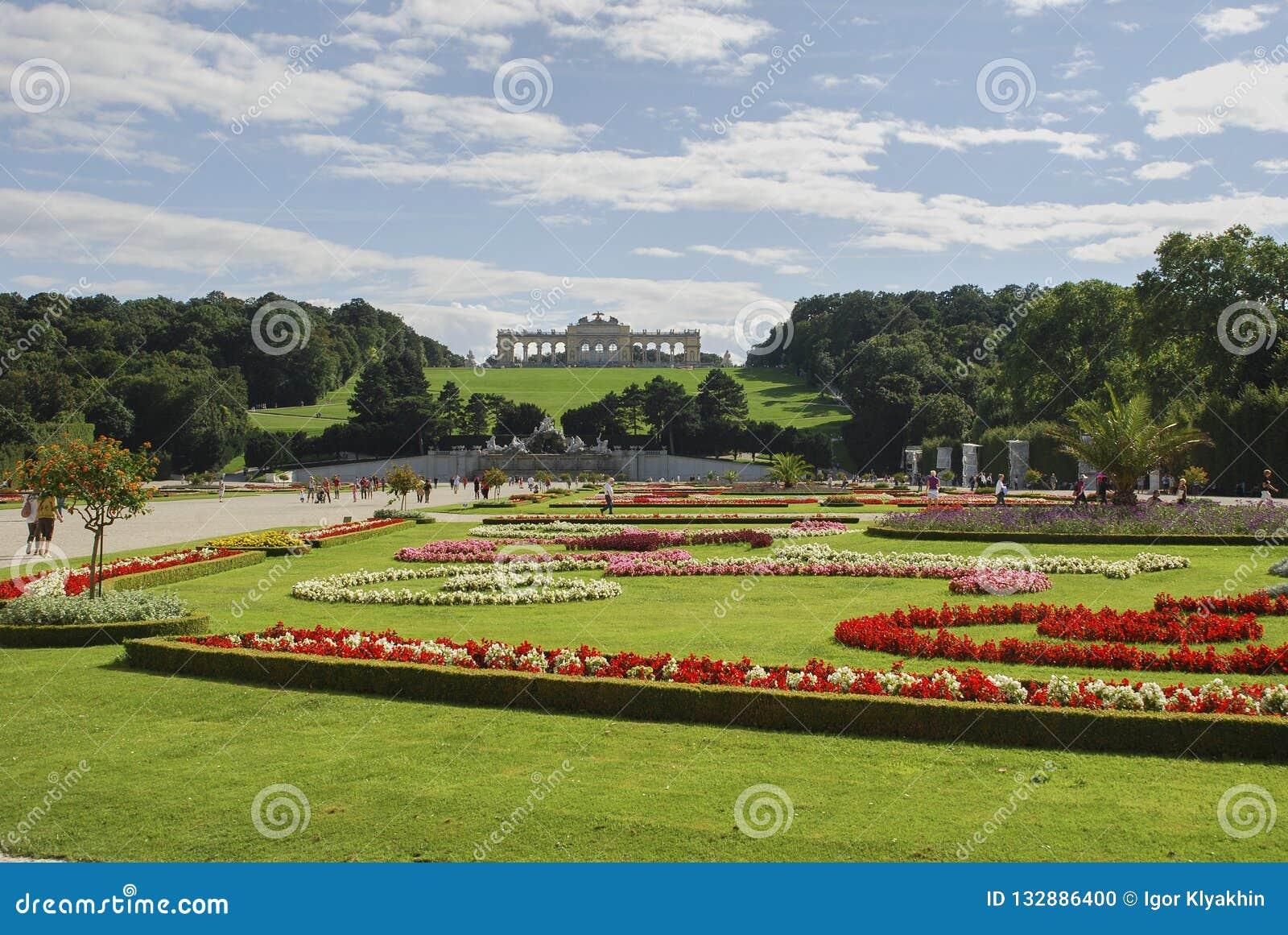 Belle vue de belvédère célèbre de Schloss, établie par Johann Lukas von Hildebrandt comme résidence d été pour le prince
