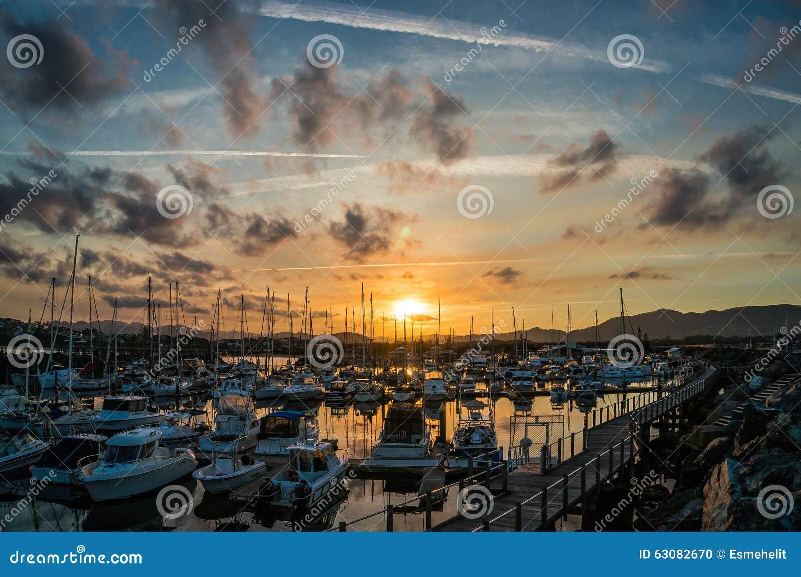 Download Belle Vue De Marina De Coffs Harbour, Voiliers Photo stock - Image du marin, vacances: 63082670