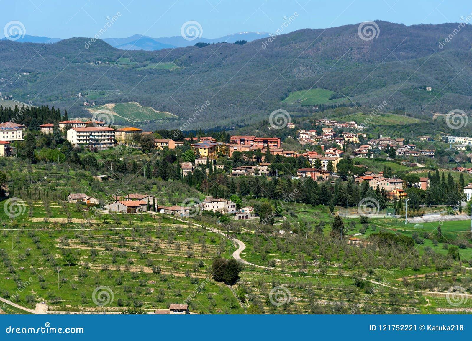 Belle vue panoramique des zones résidentielles Radda dans la province de chianti de Sienne, Toscane, Italie