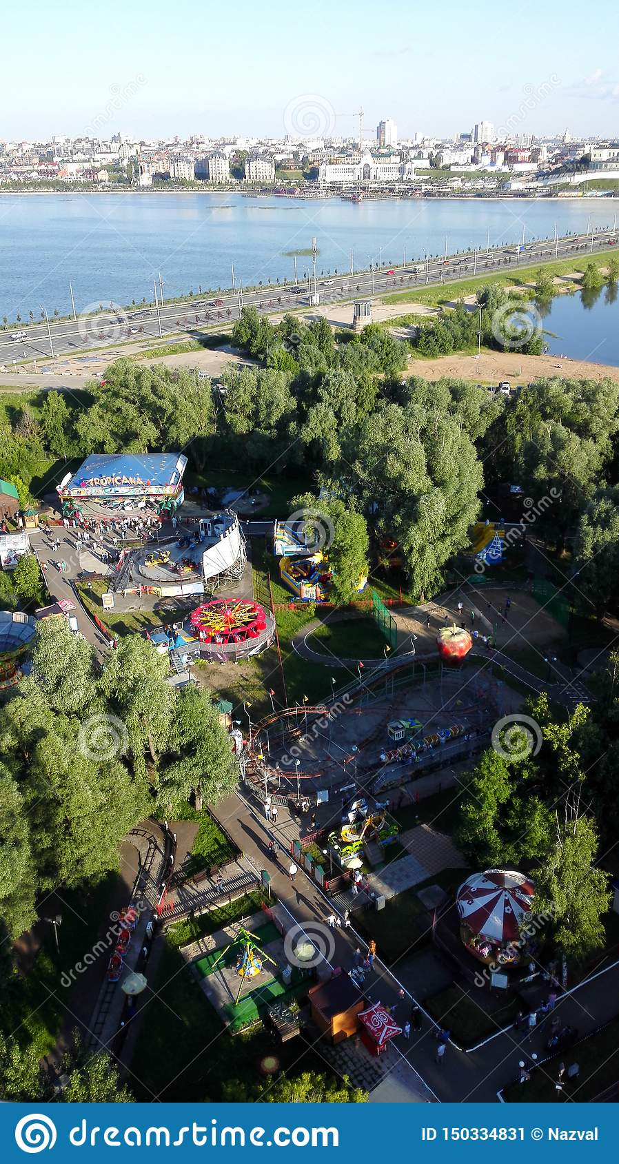 Belle vue panoramique du parc d attractions à Kazan