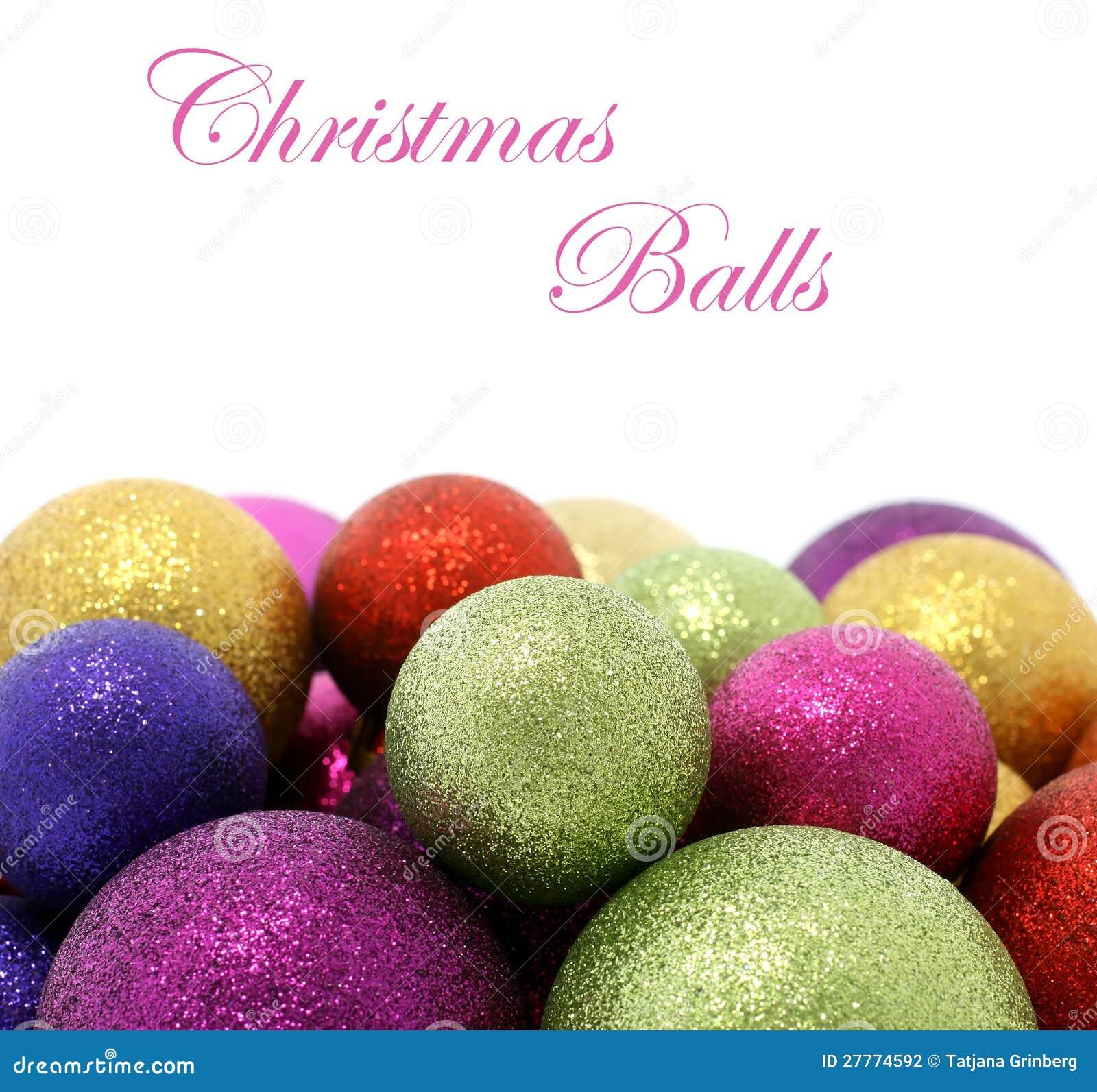 Belles billes de Noël sur le blanc