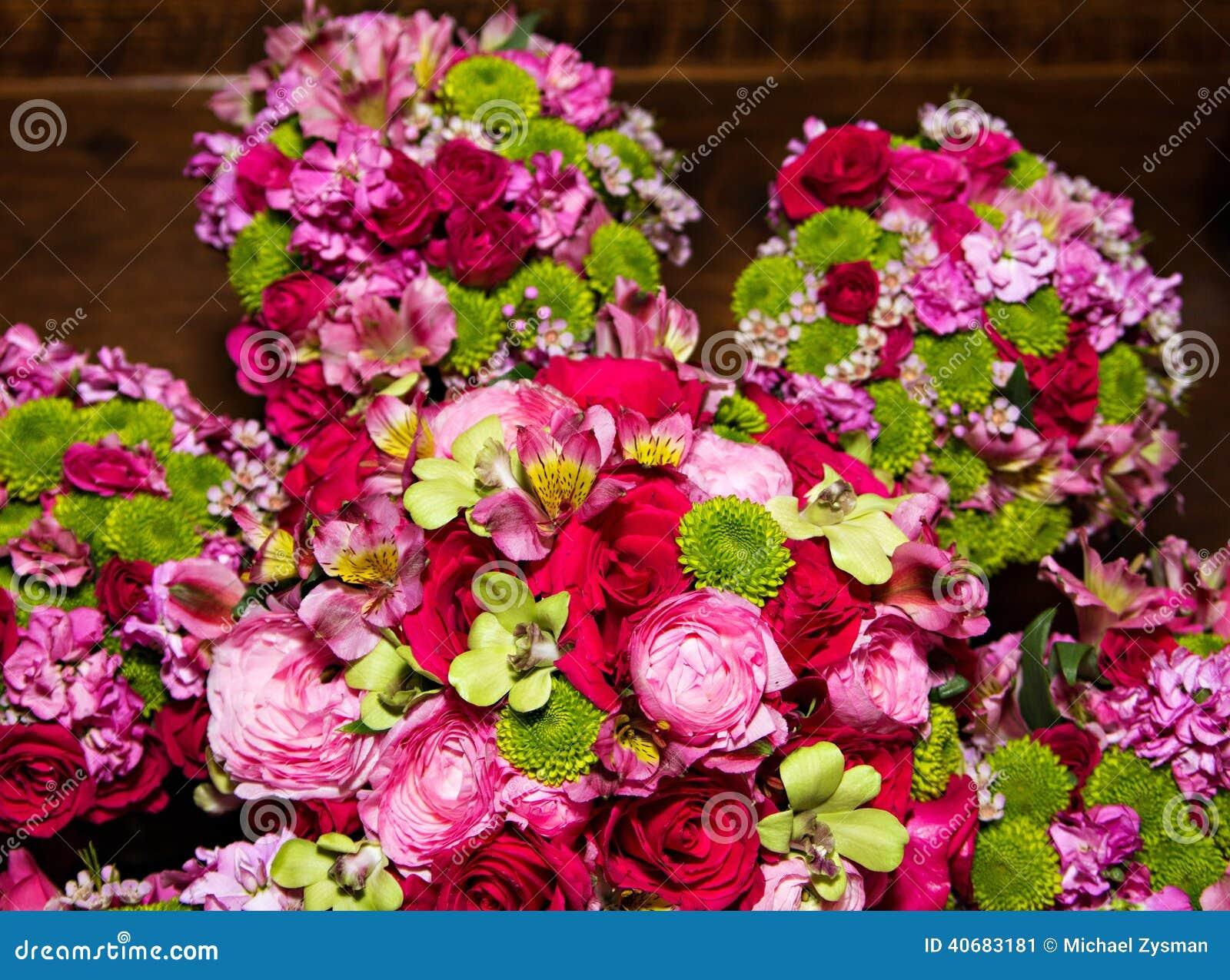 belles fleurs de jeune mari e et de demoiselle d 39 honneur image stock image du fleur. Black Bedroom Furniture Sets. Home Design Ideas