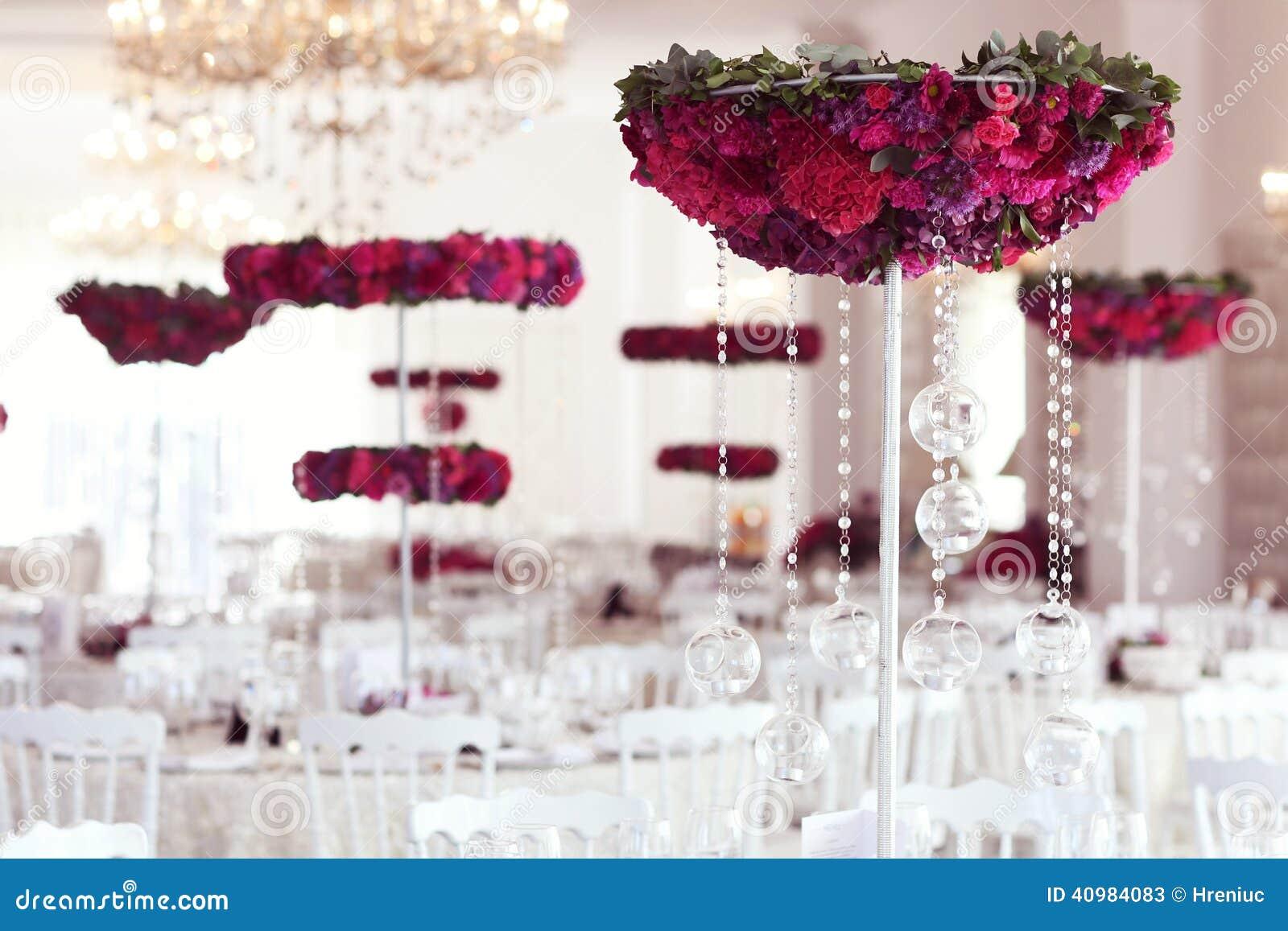 ... : Belles fleurs sur la disposition de décoration de table de mariage