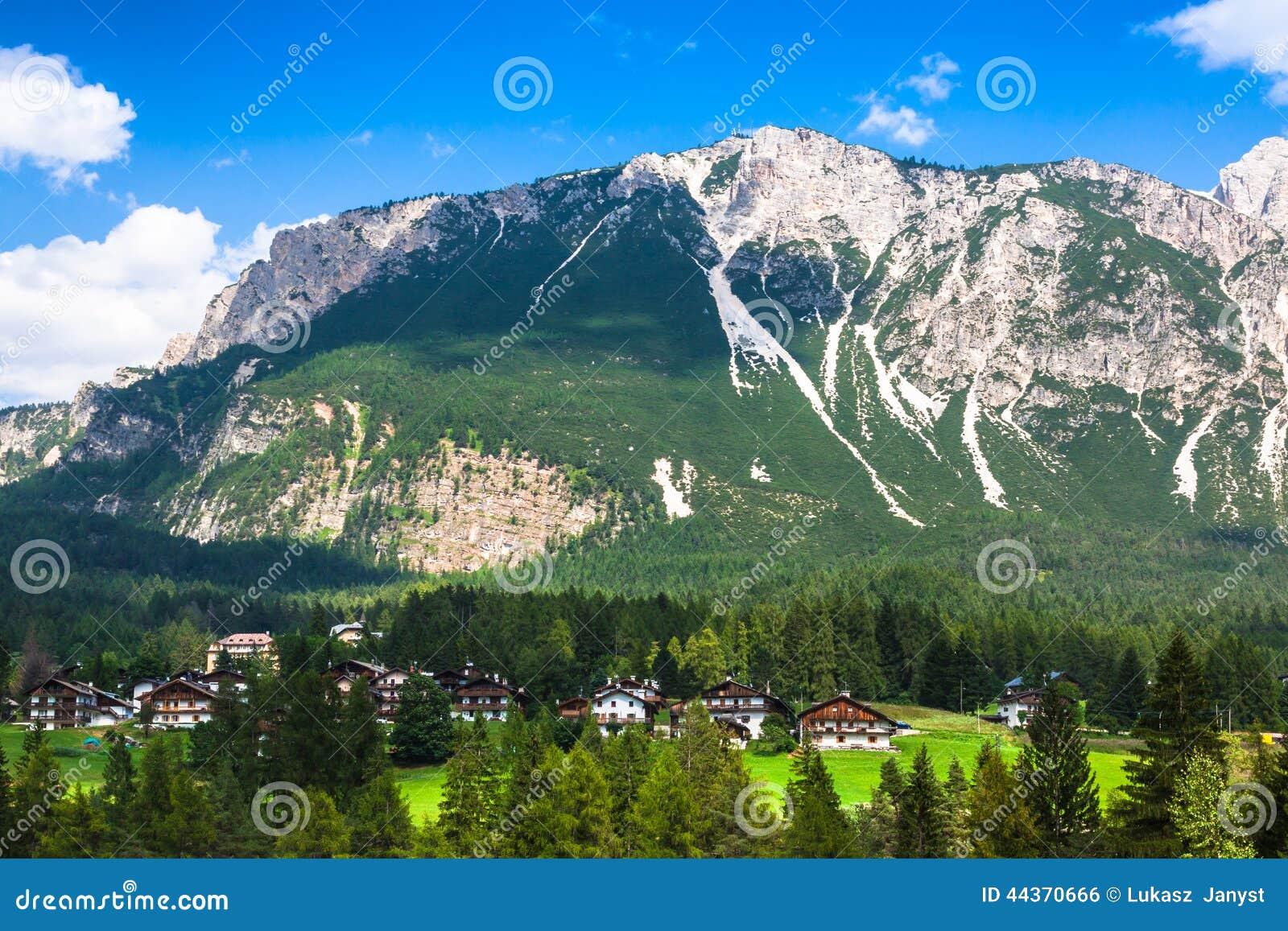 Belles montagnes de dolomite près de Cortina d Ampezzo, Pomagagnon