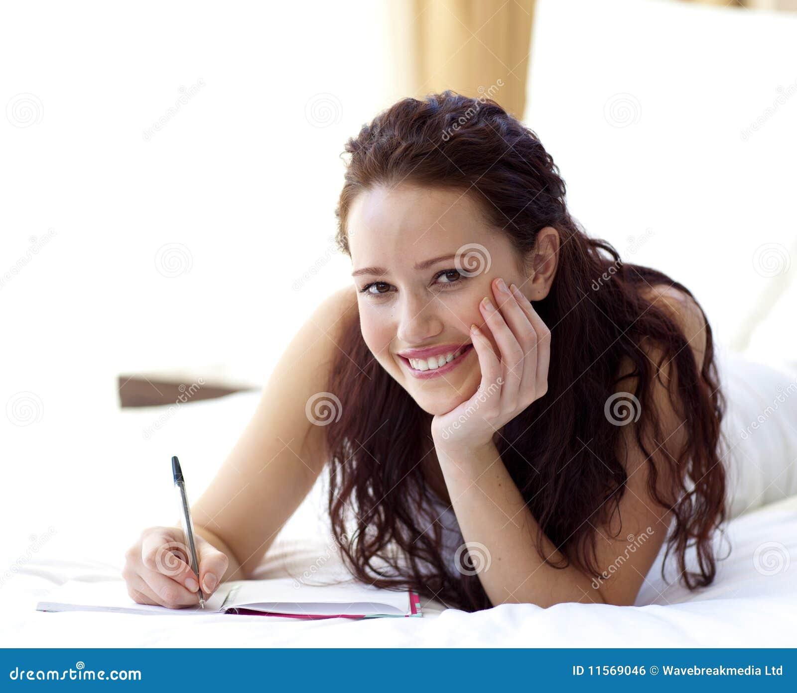 Belles notes d écriture de femme dans le bâti