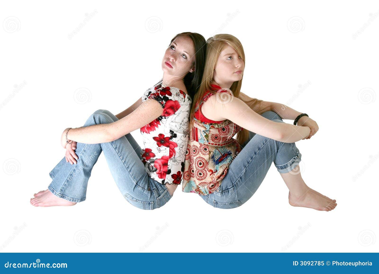 Belles soeurs de l adolescence au-dessus de Wh