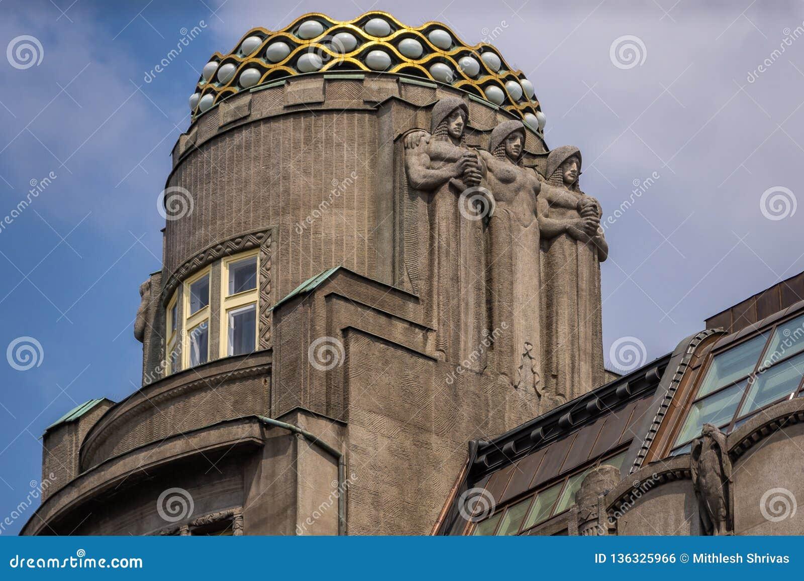 Belleza arquitectónica en el top del tejado de la piña del parador, cuadrado Praga de Wenceslao