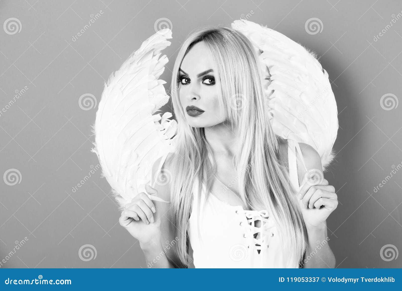 Angelica Bella Fotos bellezza angelica bella donna bionda con le ali di angelo