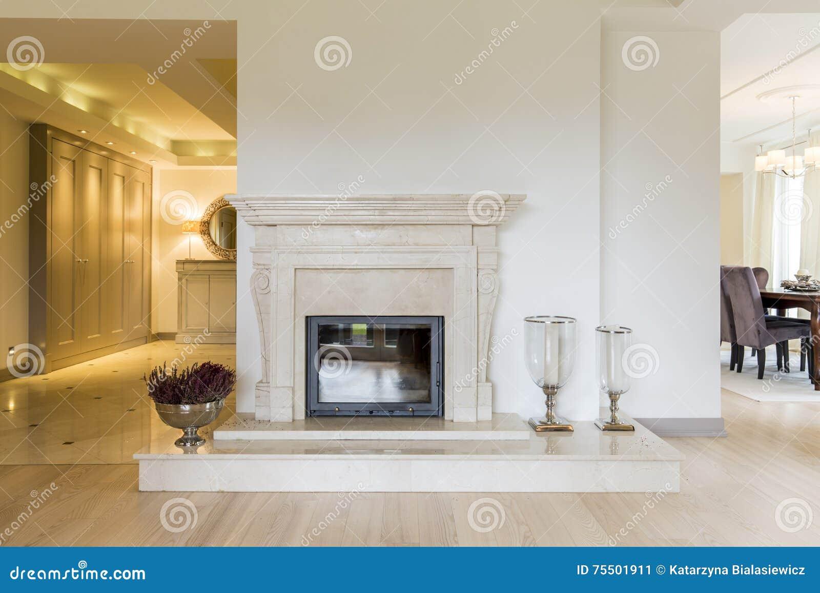 Camino Classico In Marmo bellezza classica di una mensola del camino modellata marmo
