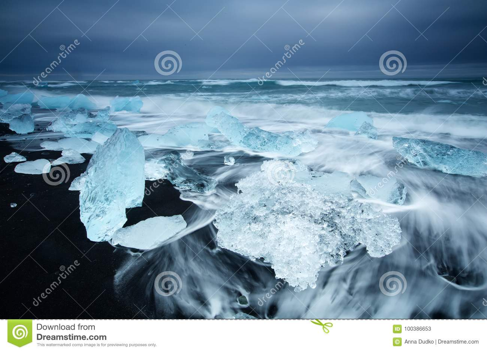 Bellezza dell isola dell Islanda, paesaggio drammatico
