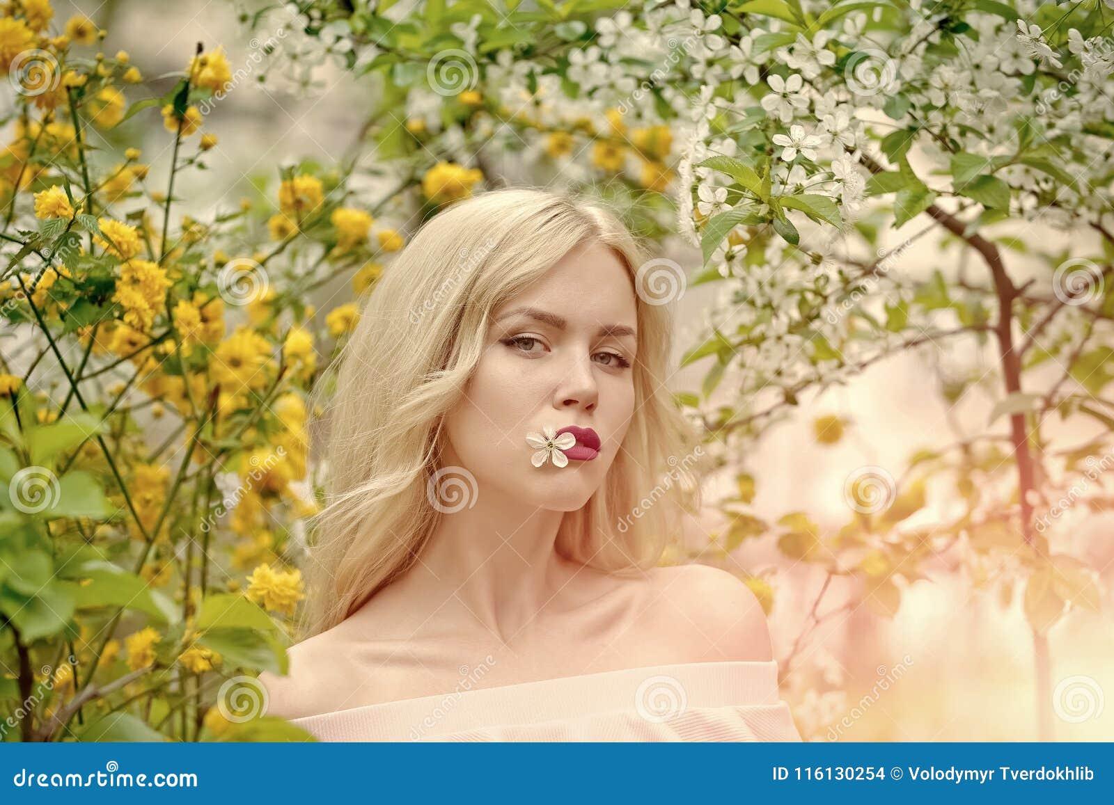 Bellezza, gioventù e freschezza in primavera, pasqua