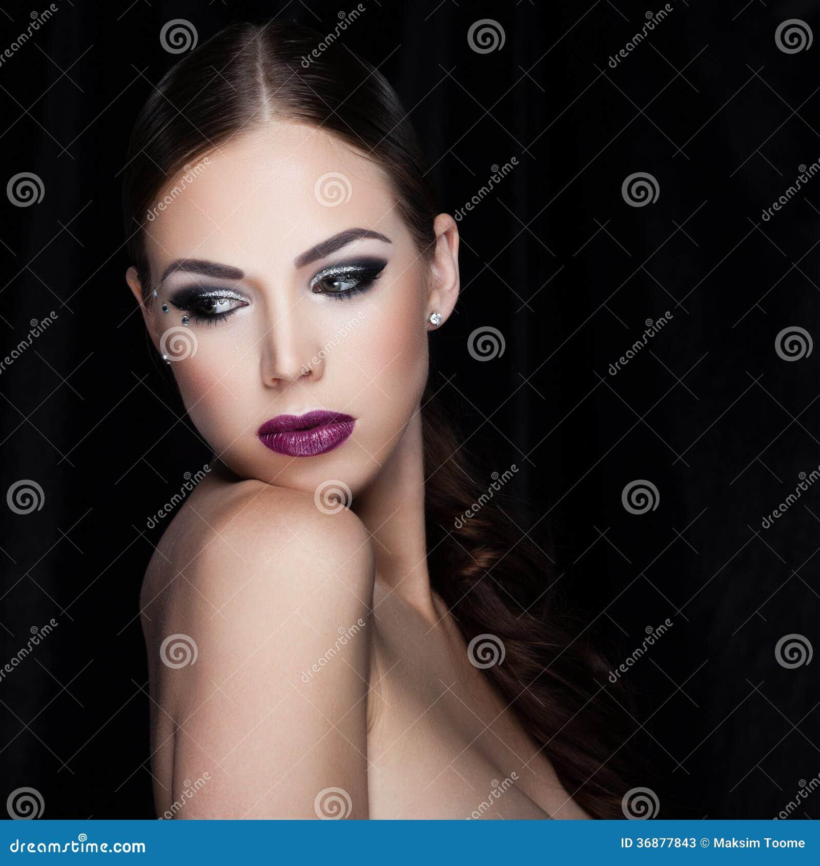 Download Bellezza sul nero immagine stock. Immagine di modo, closeup - 36877843