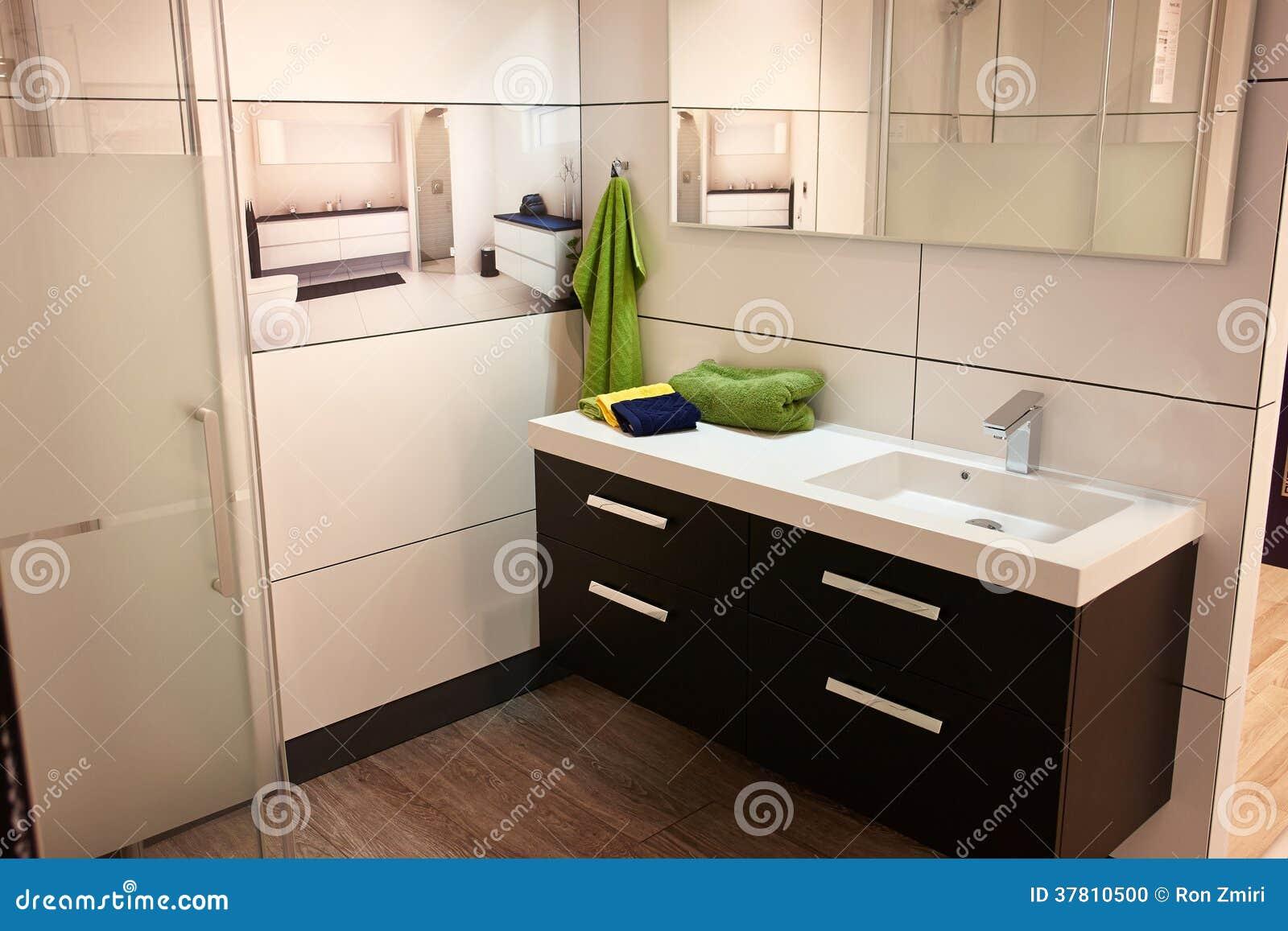 Bello Bagno Classico Moderno Nella Nuova Casa Di Lusso Fotografia Stock - Immagine: 37810500