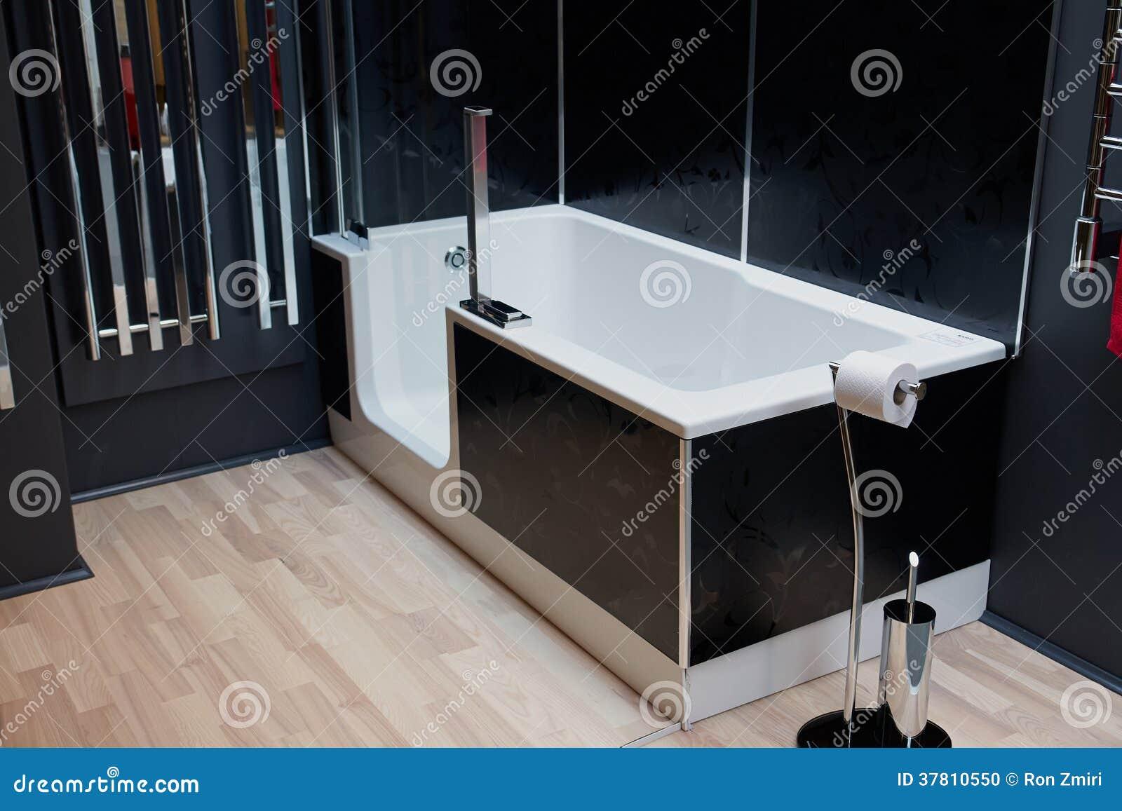 Bello bagno classico moderno nella nuova casa di lusso for Salle de bain belle epoque