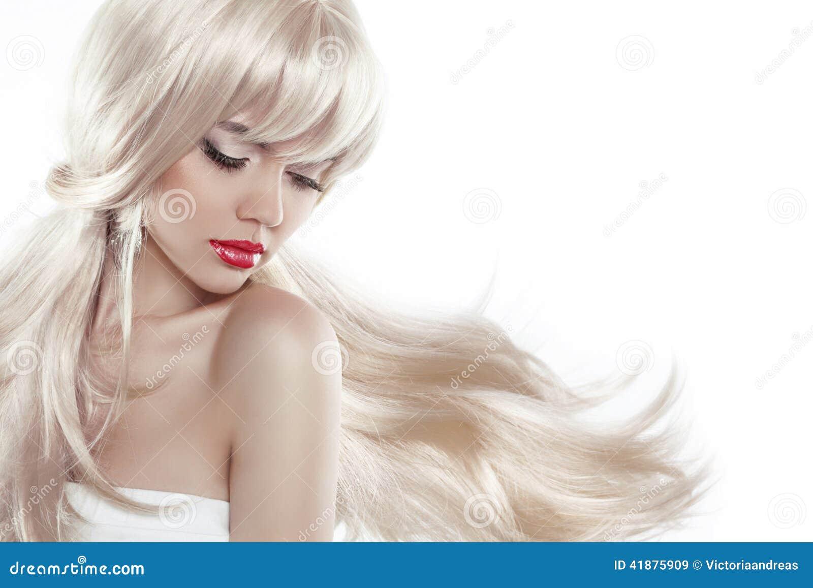 Bello biondo con capelli lunghi Trucco Donna sensuale con il blowi