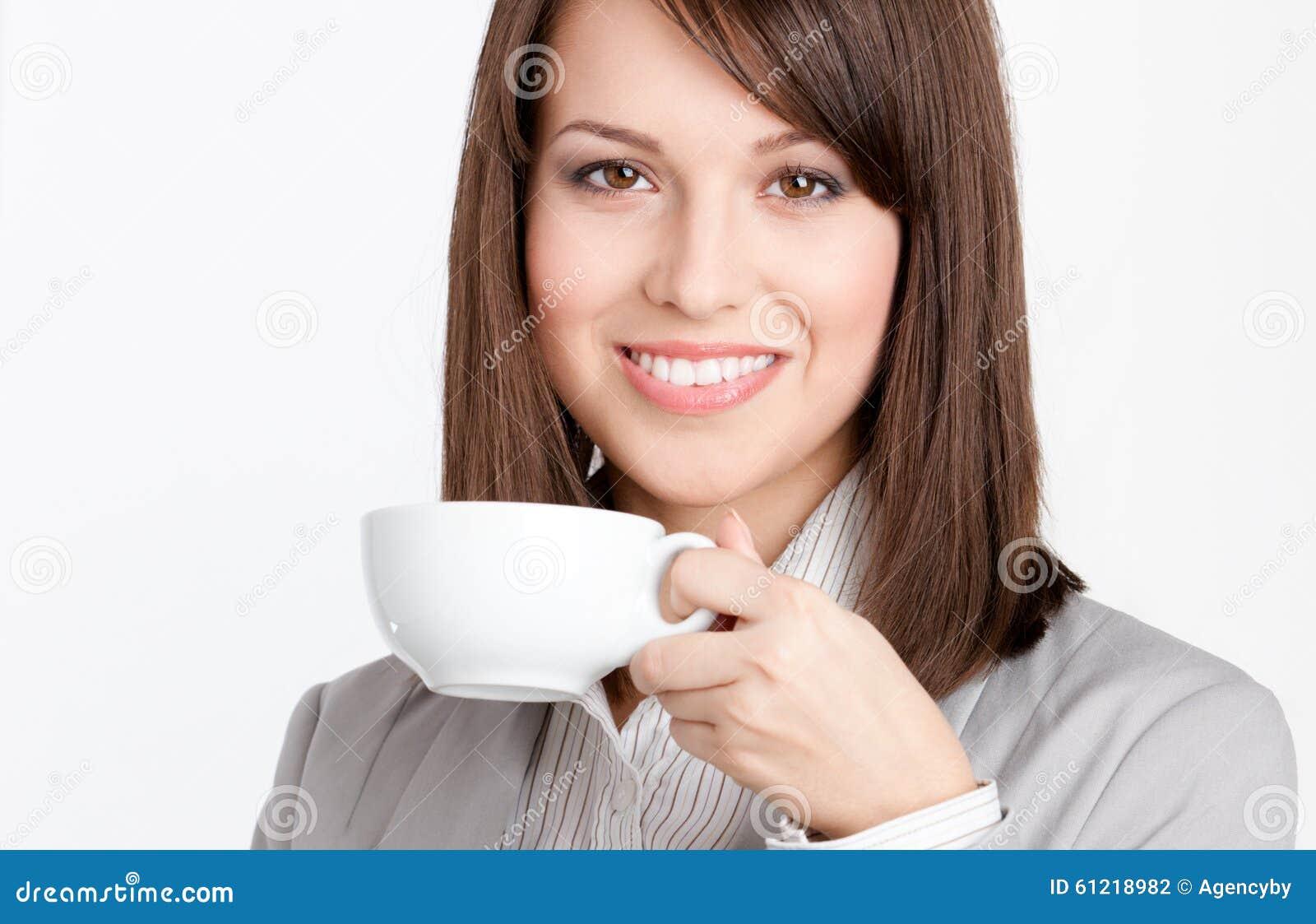 Bello caffè bevente della donna di affari