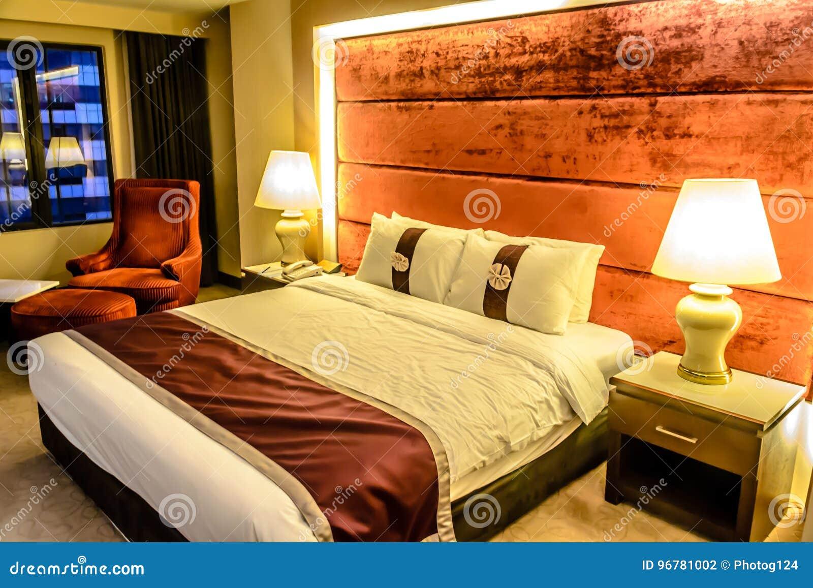 Bello Camera Da Letto E Letto Matrimoniale In Hotel, Piano ...