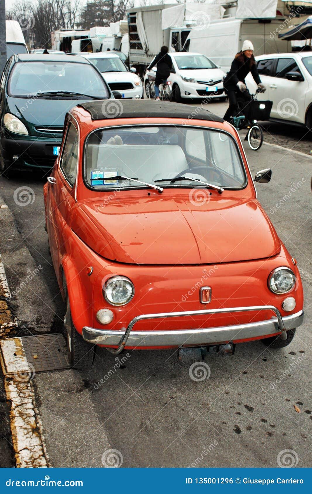 Bello Fiat 500 primi modelli, riusciva molto in Italia intorno agli anni 60/70