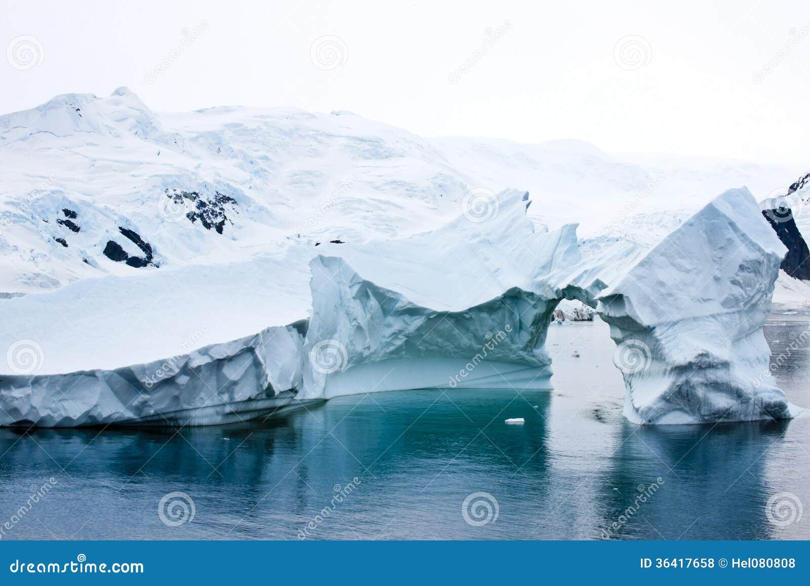 Bello iceberg antartico