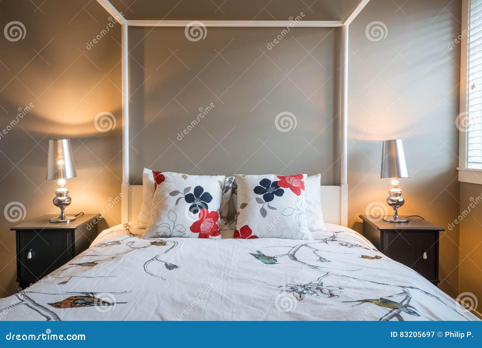 Bello interior design rustico della camera da letto