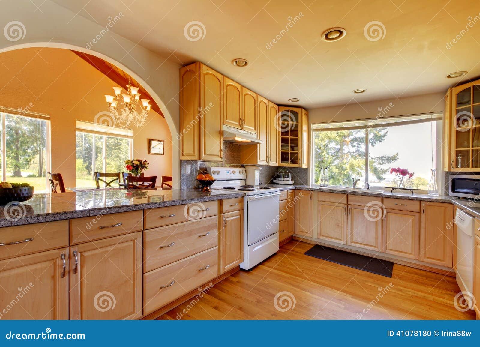 Bello Interiore Della Cucina Fotografia Stock - Immagine di ...