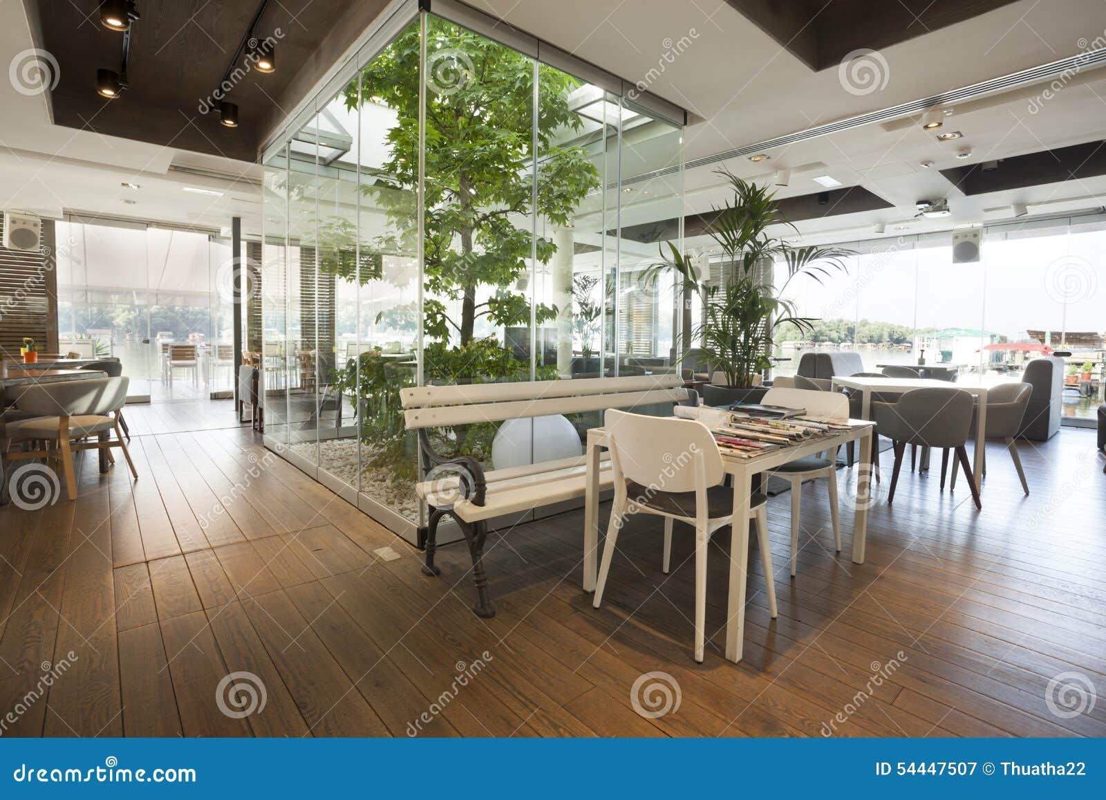 Bello interno del caff con l 39 albero immagine stock for Software free progettazione interni