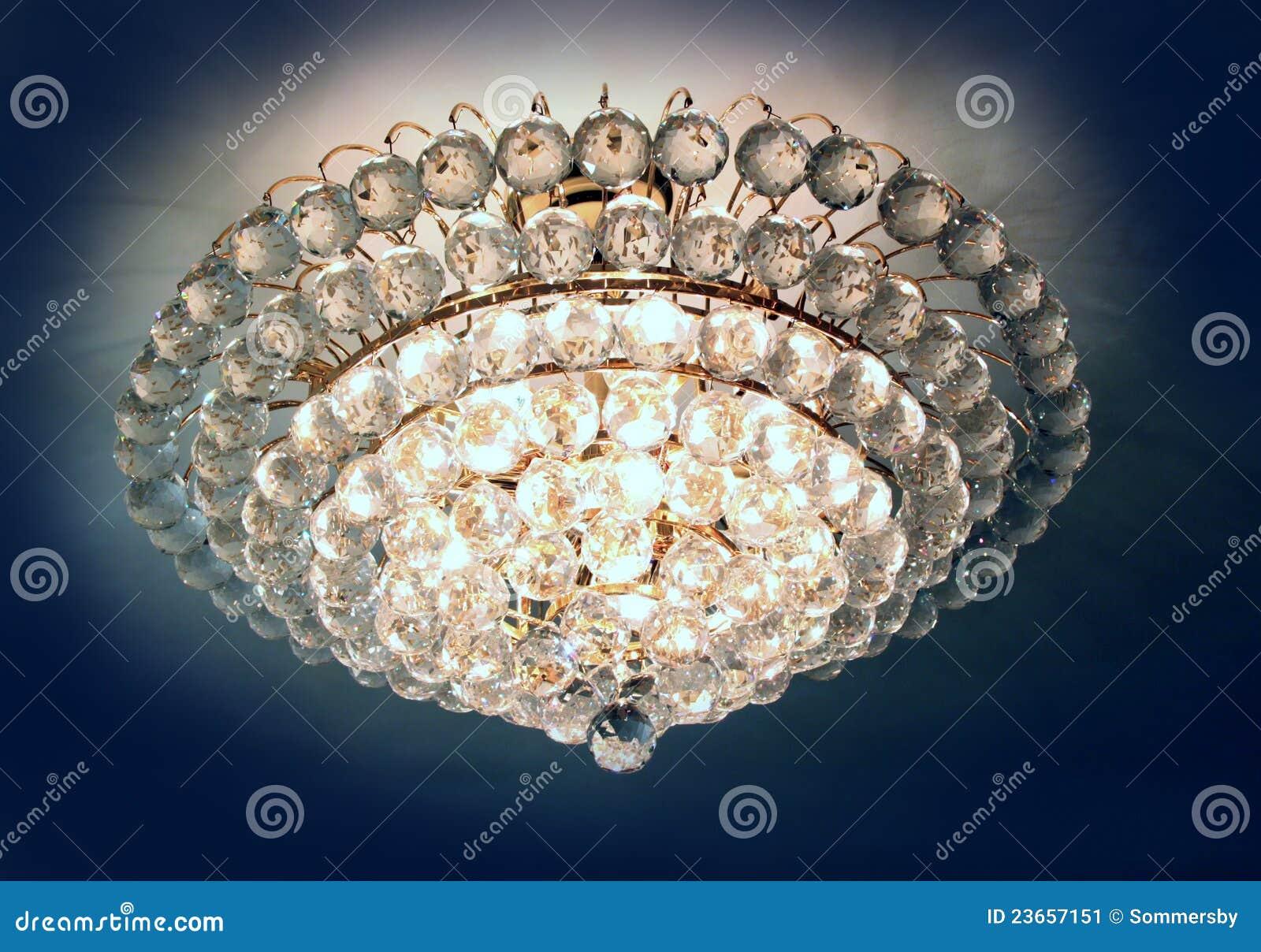 Lampadario Rosa Cristallo : Bello lampadario a bracci a cristallo immagine stock immagine di