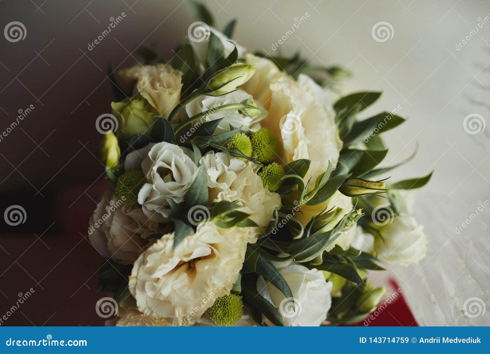 Mazzo Di Fiori Verdi.Bello Mazzo Di Cerimonia Nuziale Sposa Alla Moda Delle Rose Rosa