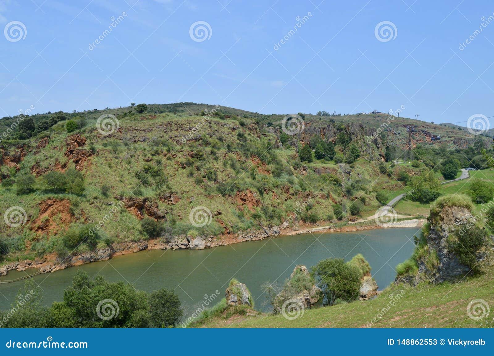 Bello paesaggio di un fiume