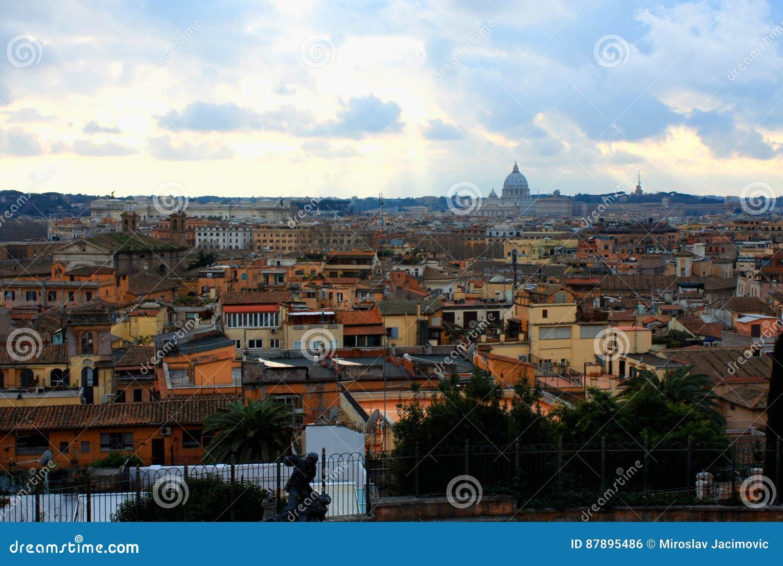 7abd6afe04 Bello Panorama Vibrante Di Immagine Di Notte Di Roma Fotografia ...