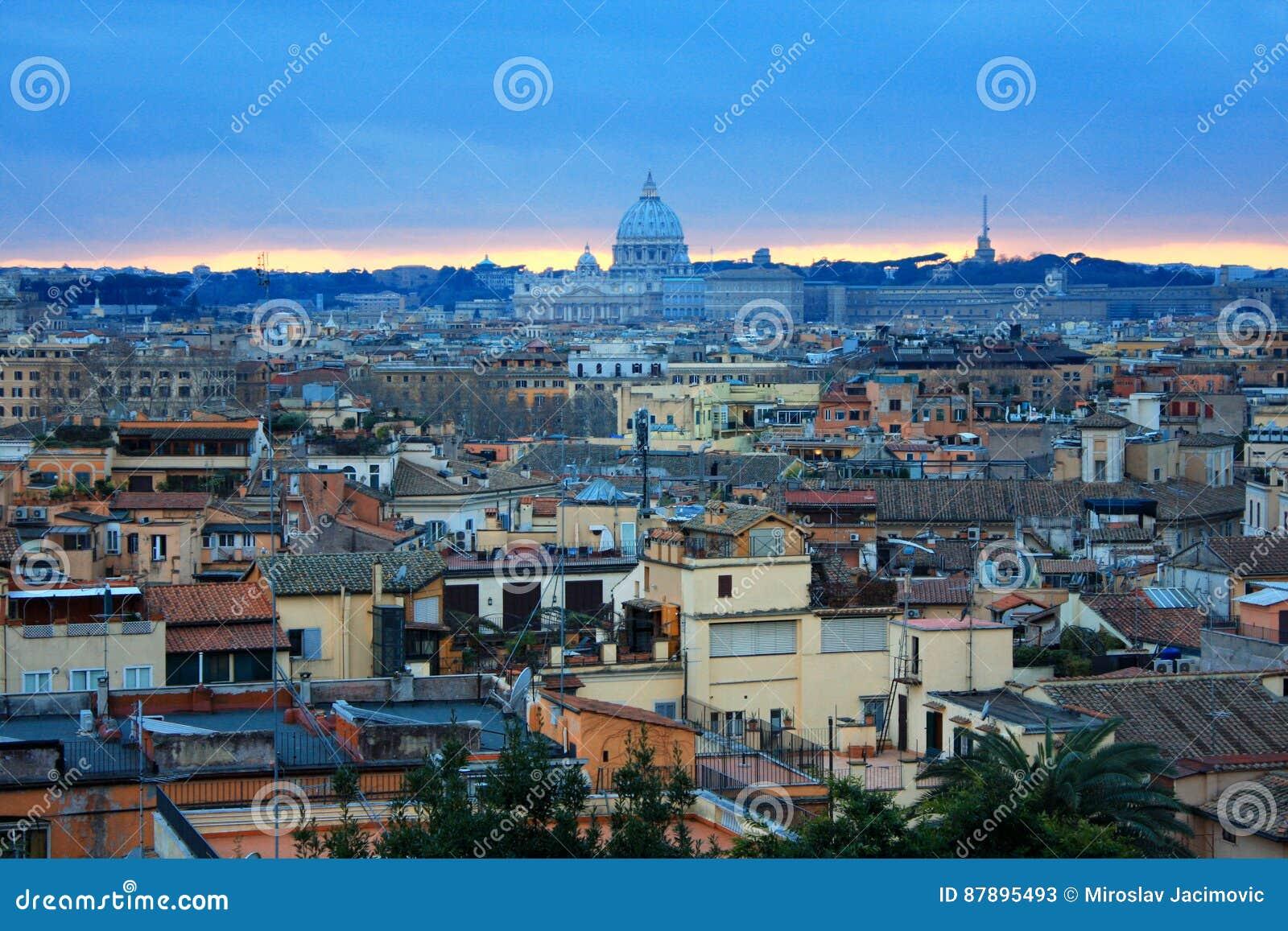 555e40bb95 Bello Panorama Vibrante Di Immagine Di Notte Di Roma Immagine Stock ...