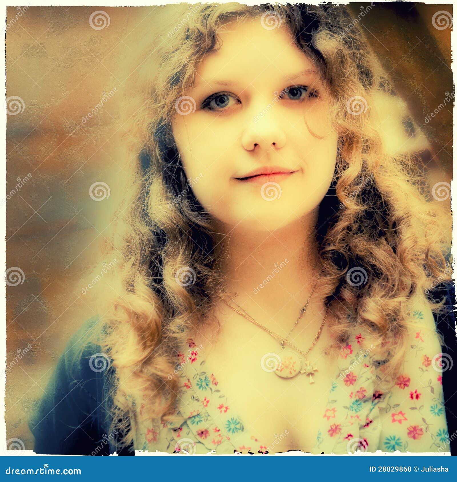 Bello ritratto della ragazza