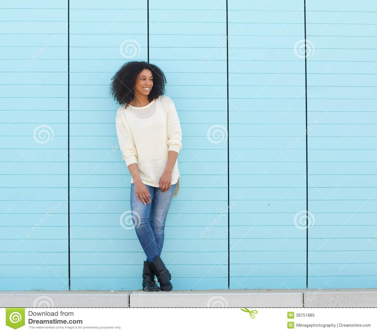 Bello sorridere africano della donna