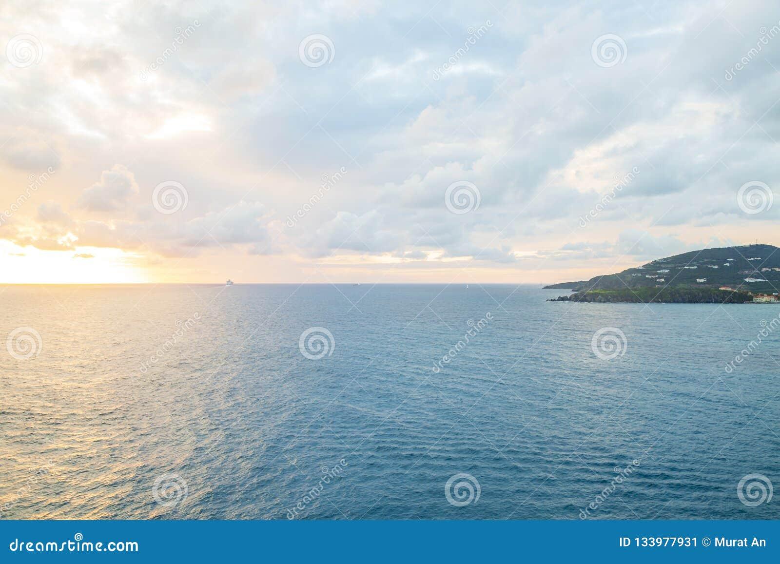 Bello tramonto in Philipsburg, isola della st Maarten nei Caraibi