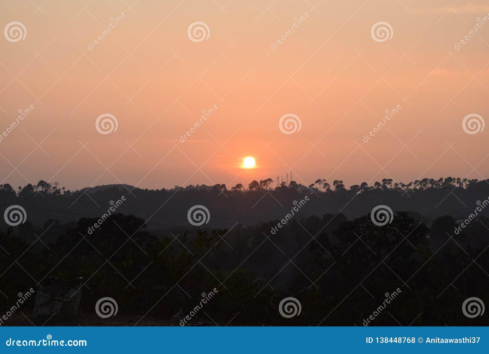 Bello tramonto rosso, negli inverni